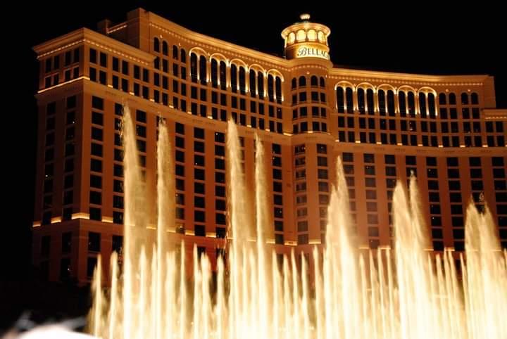 Meraviglioso spettacolo delle fontane del Bellagio - Top 10 attrazioni gratuite a Las Vegas