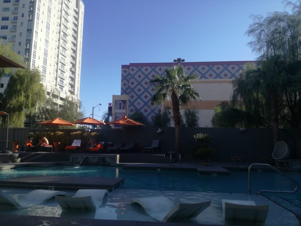Piscina Oasis at Gold Spike - Finalmente Las Vegas