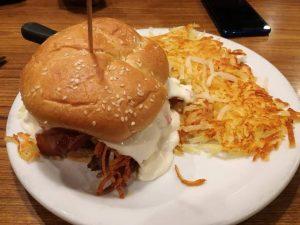 Primo pasto del primo giorno negli Stati Uniti - Bacon Slamburger di Denny's
