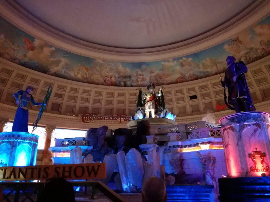 """Le luci si accendono per dare vita allo  spettacolo """"la caduta di Atlantide"""" al forum shop del Caesar's - Las Vegas Diario di viaggio"""