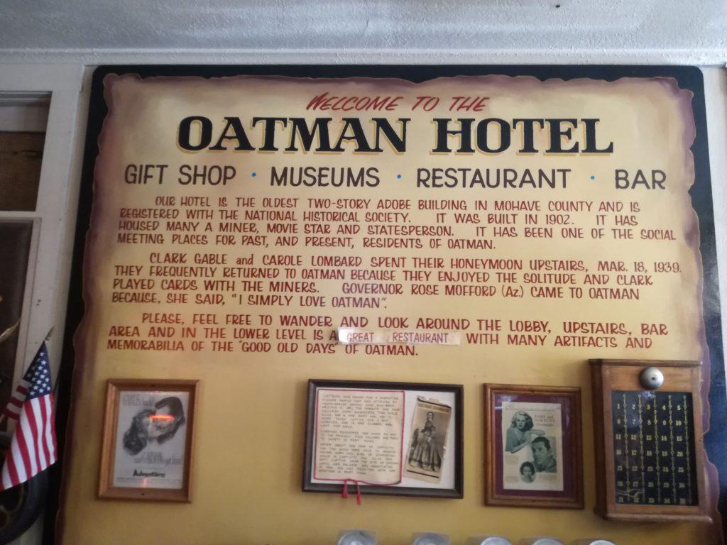 Benvenuti all'Oatman Hotel - Souvenirs - Museo - Ristorante - Bar