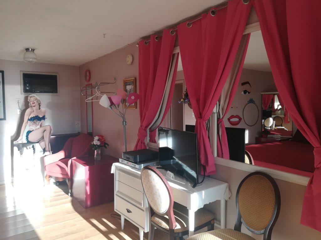 Dettagli stanza 111 dedicata a Marilyn Monroe - Stagecoach 66 Motel