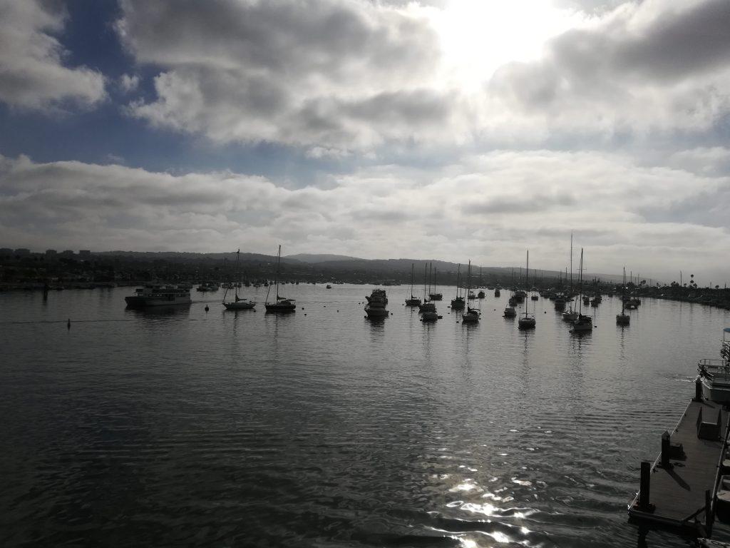 Lasciando Newport Harbor in direzione Isola di Santa Catalina con il Catalina Flyer