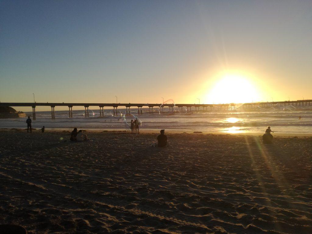 Diario di viaggio della visita di Ocean Beach e Coronado, tramonto in spiaggia e bolle di sapone