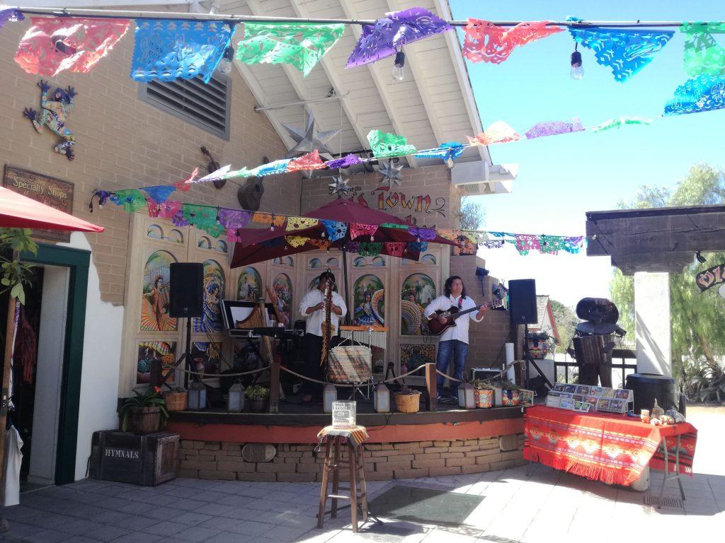 Cosa vedere nella Old Town San Diego Artisti live all'Old Town Market