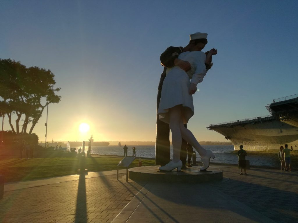 The Unconditional Surrender al tramonto - Tuna Harbor Park - Visita di San Diego