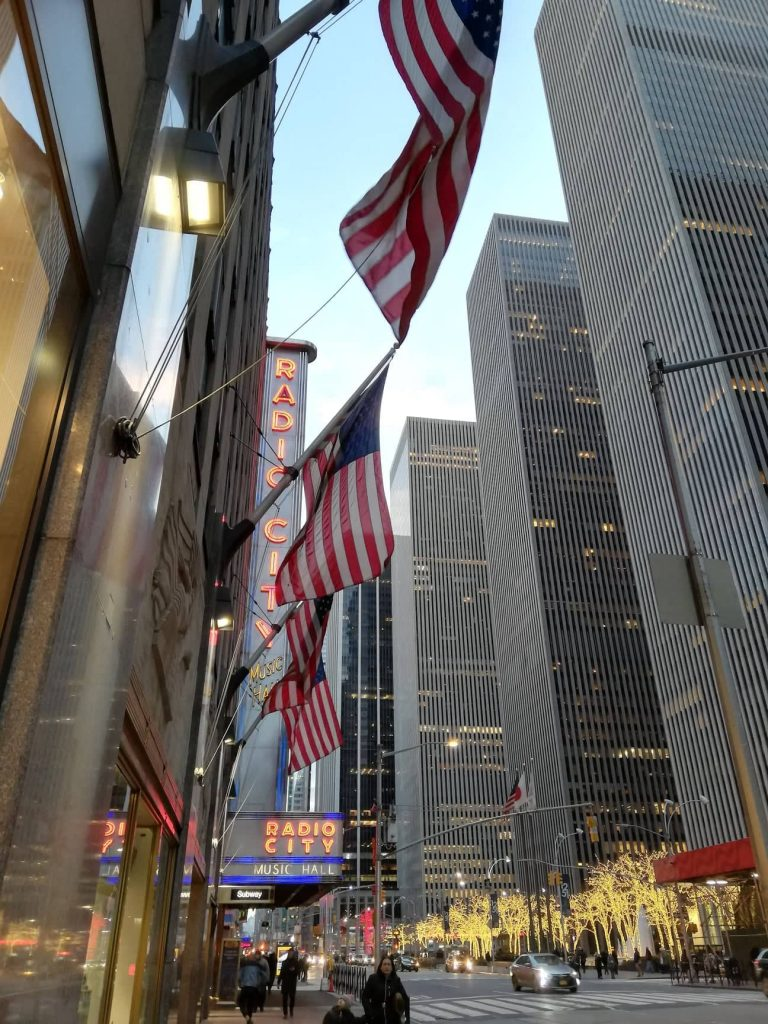 Bandiere Americane al Radio City music Hall - New York - National Flag Day 14 giugno