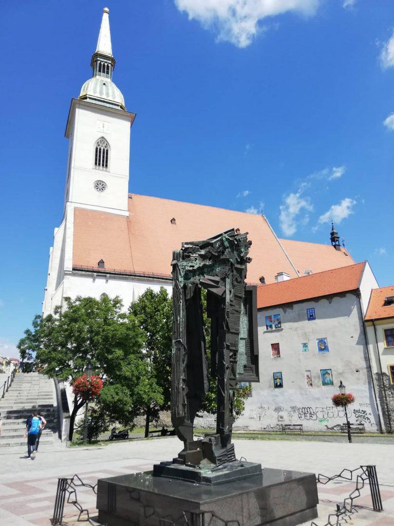 Monumento Pamataj - statue in bronzo Bratislava