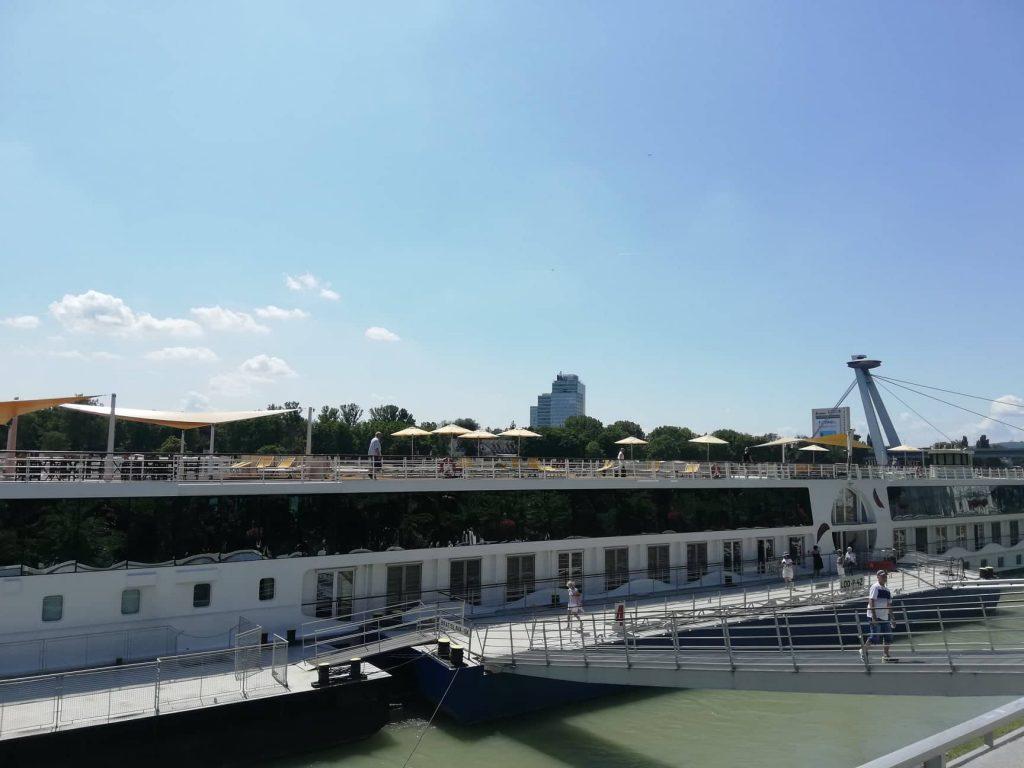 Imbarcazioni lungo le rive del Danubio - Bratislava