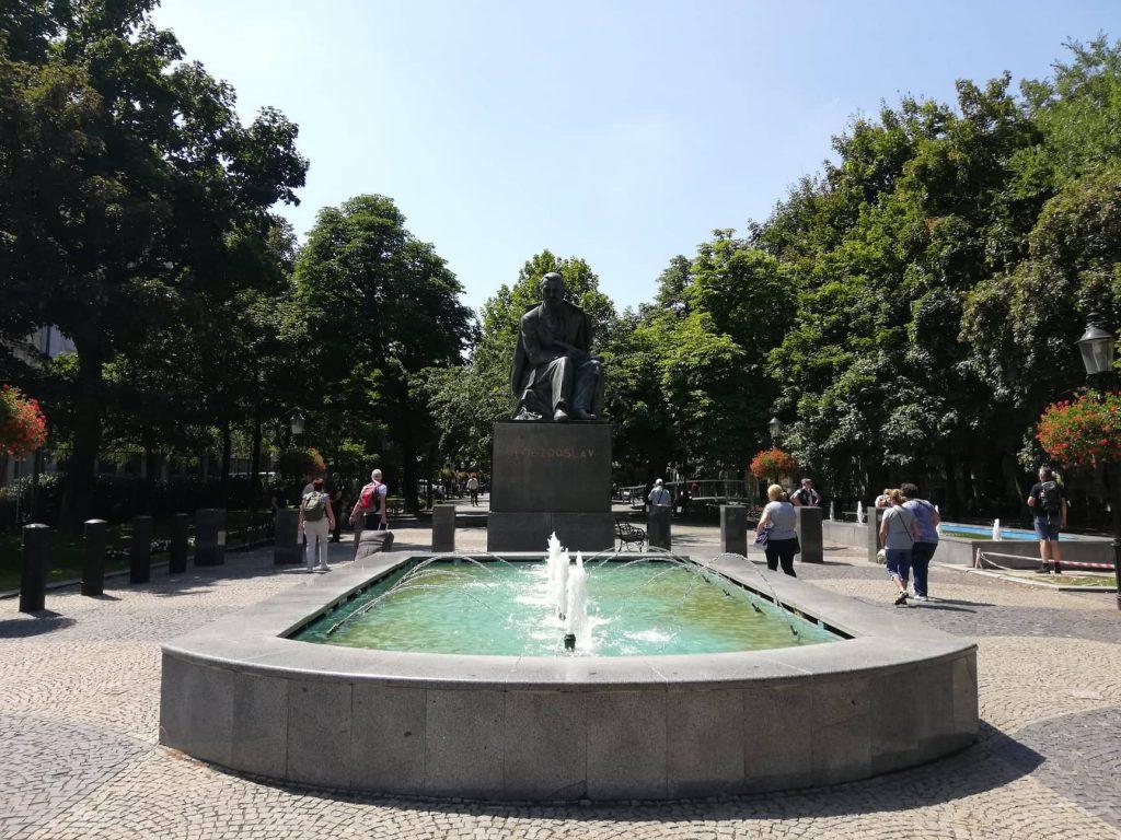 Statua di Pavol OrszághHviezdoslav - Bratislava