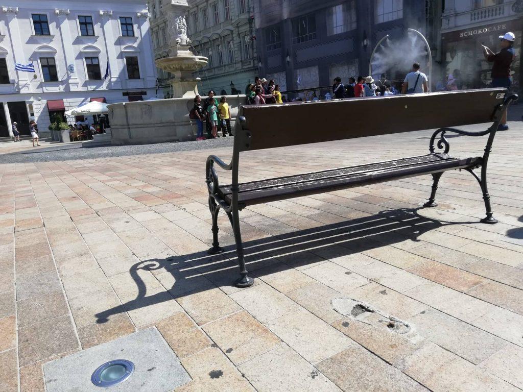 Panchina dove si trovava la statua del soldato napoleonico a Bratislava