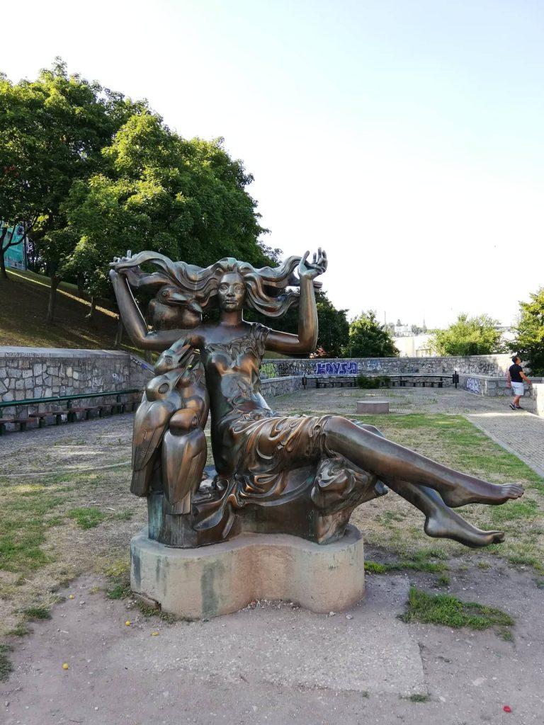 Bosorka - la statua della strega vicino al castello di Bratislava