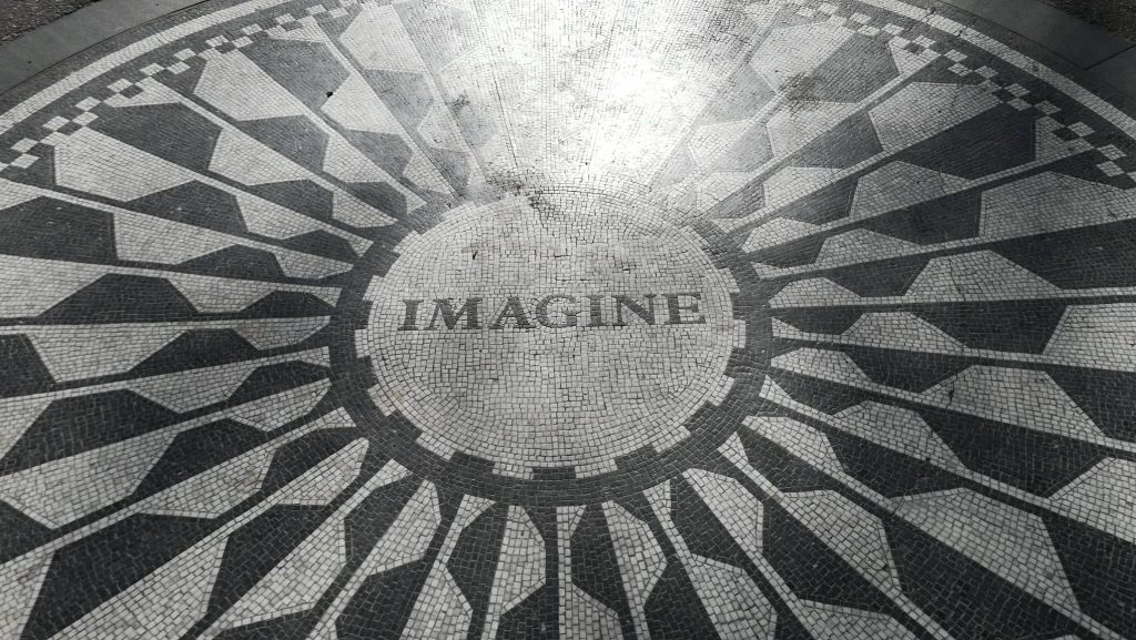 Scitta Imagine, in omaggio a John Lennon. Visita a Central Park - Manhattan
