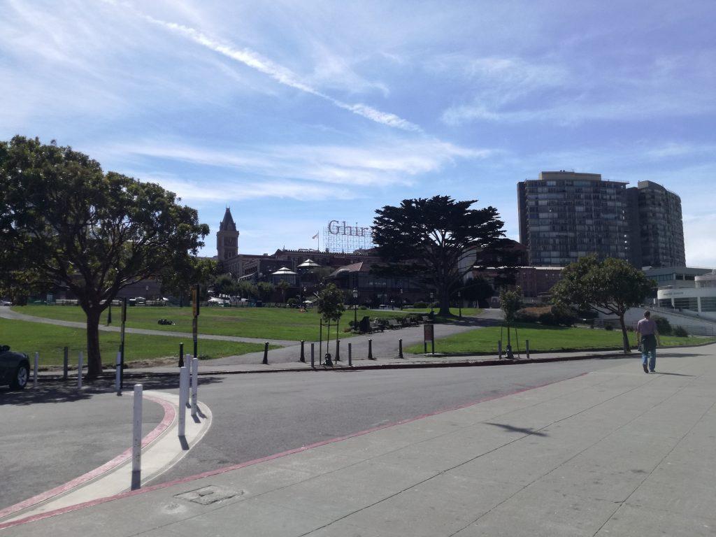 Direzione Ghiradelli Square arrivando dal Pier 39 a piedi, San Francisco