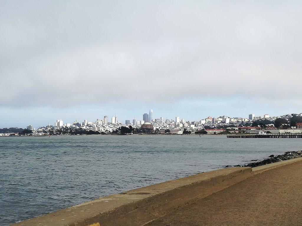 skyline in lontananza della downtown di San Francisco