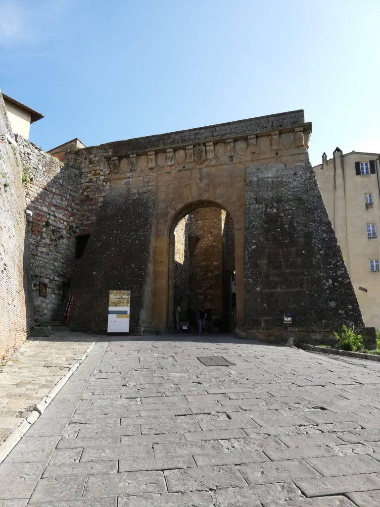 Porta al Prato - ingresso a Montepulciano - visita non solo vino e cantine
