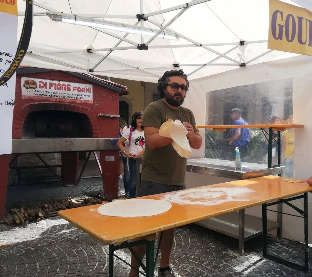 Esibizione acrobatica dei mastri pizzaioli - Cosa vedere a Fermo