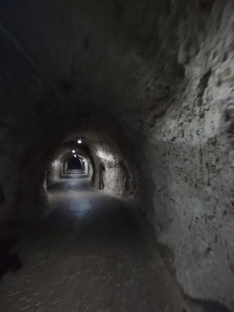 Visita alle Grotte di Frasassi - Tunnel d'ingresso