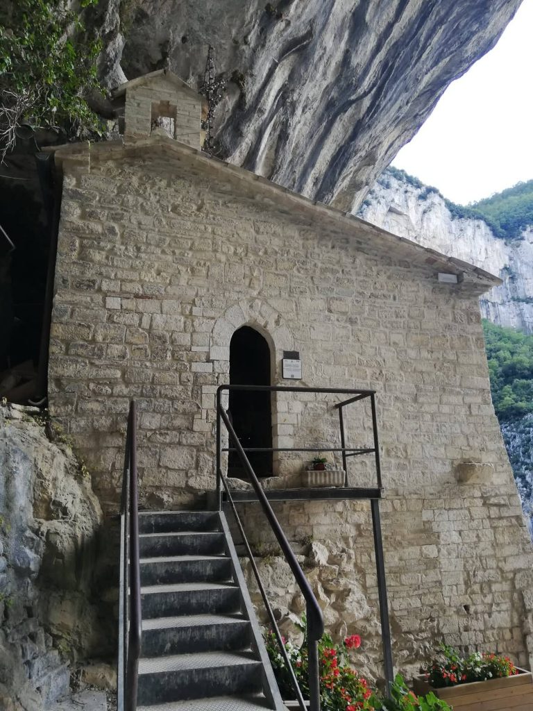 Eremo di Santa Maria Infra Saxa visitare il Tempio del Valadier