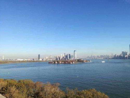 Distretti New-york-infestati da-fantasmi-Ellis-Island-dal-traghetto