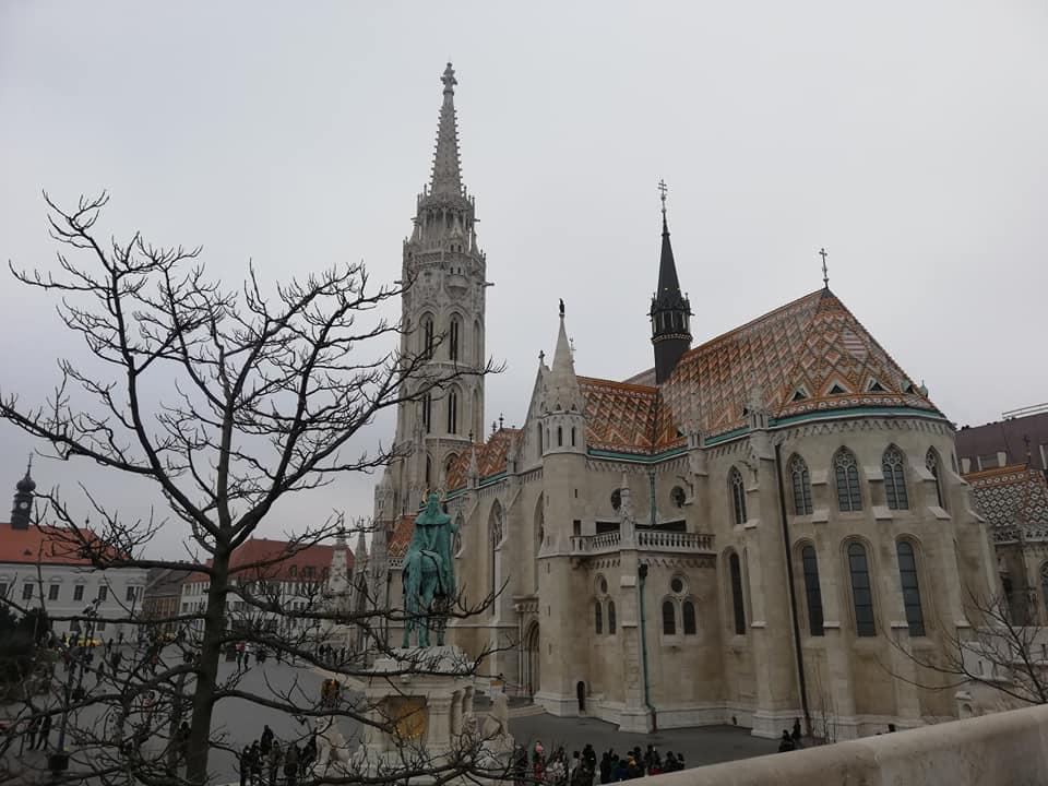 Chiesa di Mattia e statua di Santo Stefano viste dal Bastione dei Pescatori - Budapest