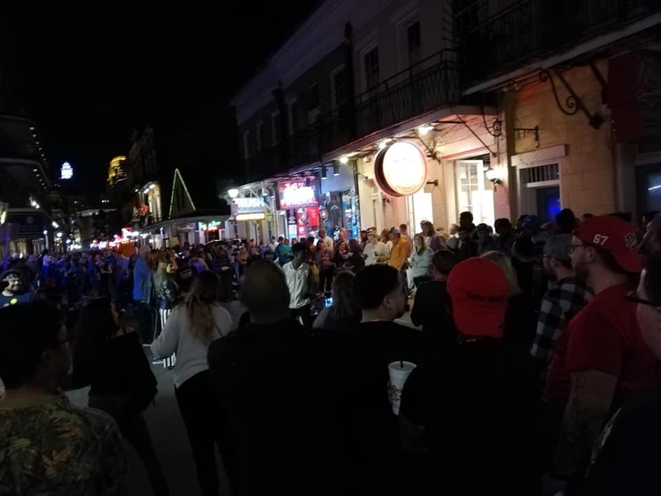 New Orleans città fuori dagli schemi - festeggiamenti in Bourbon Street