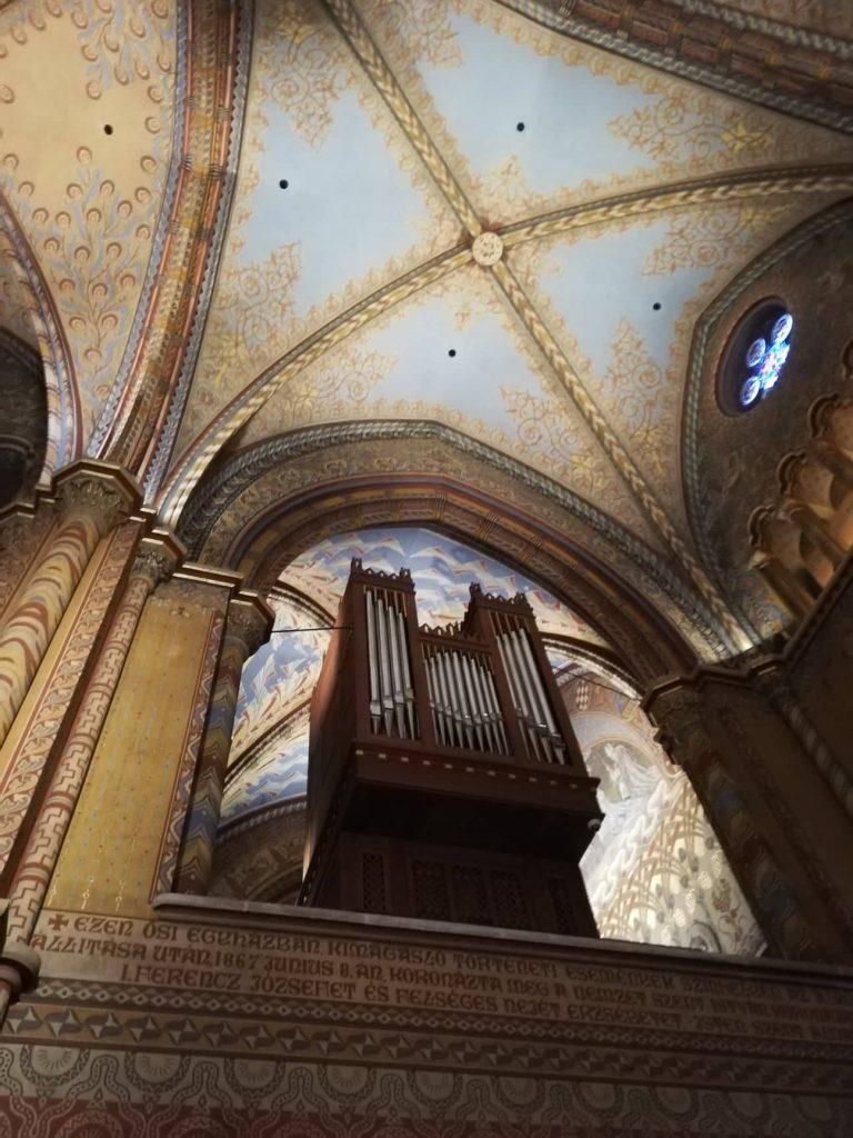 Organo all'interno della Chiesa di Mattia - Budapest