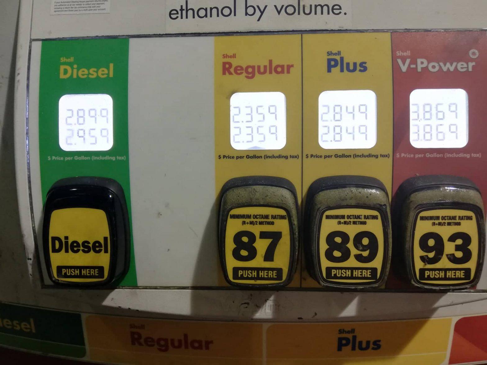 come-mettere-benzina-negli-Stati-Uniti-bottoni-da-premere