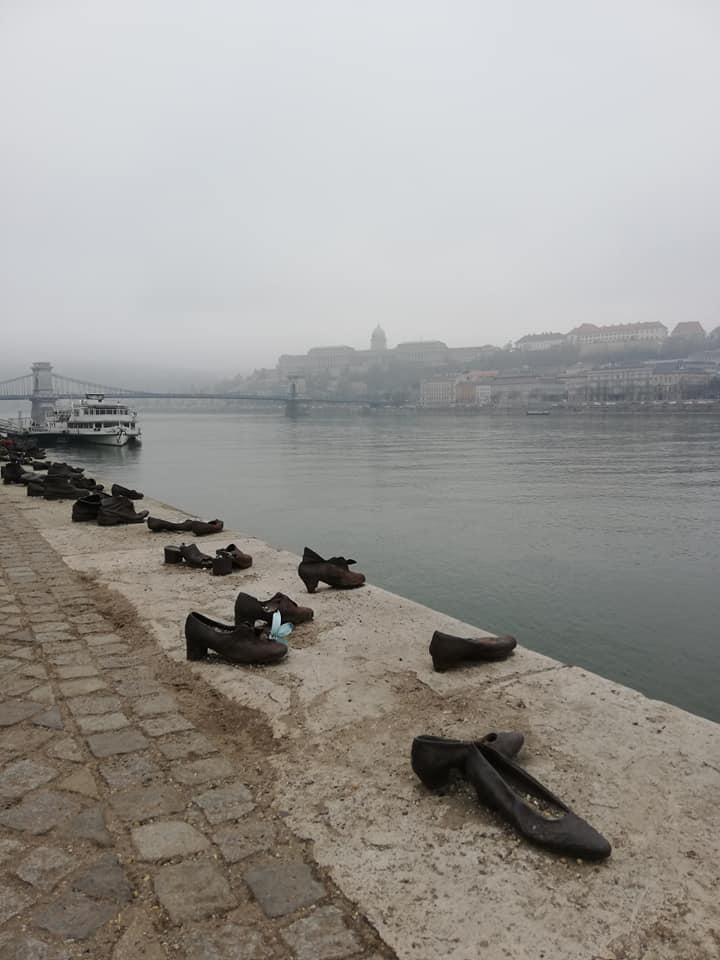 scarpe-sulla-riva-del-Danubio-Budapest-giornata-della-Memoria-Olocausto cosa vedere a Budapest in 3 giorni