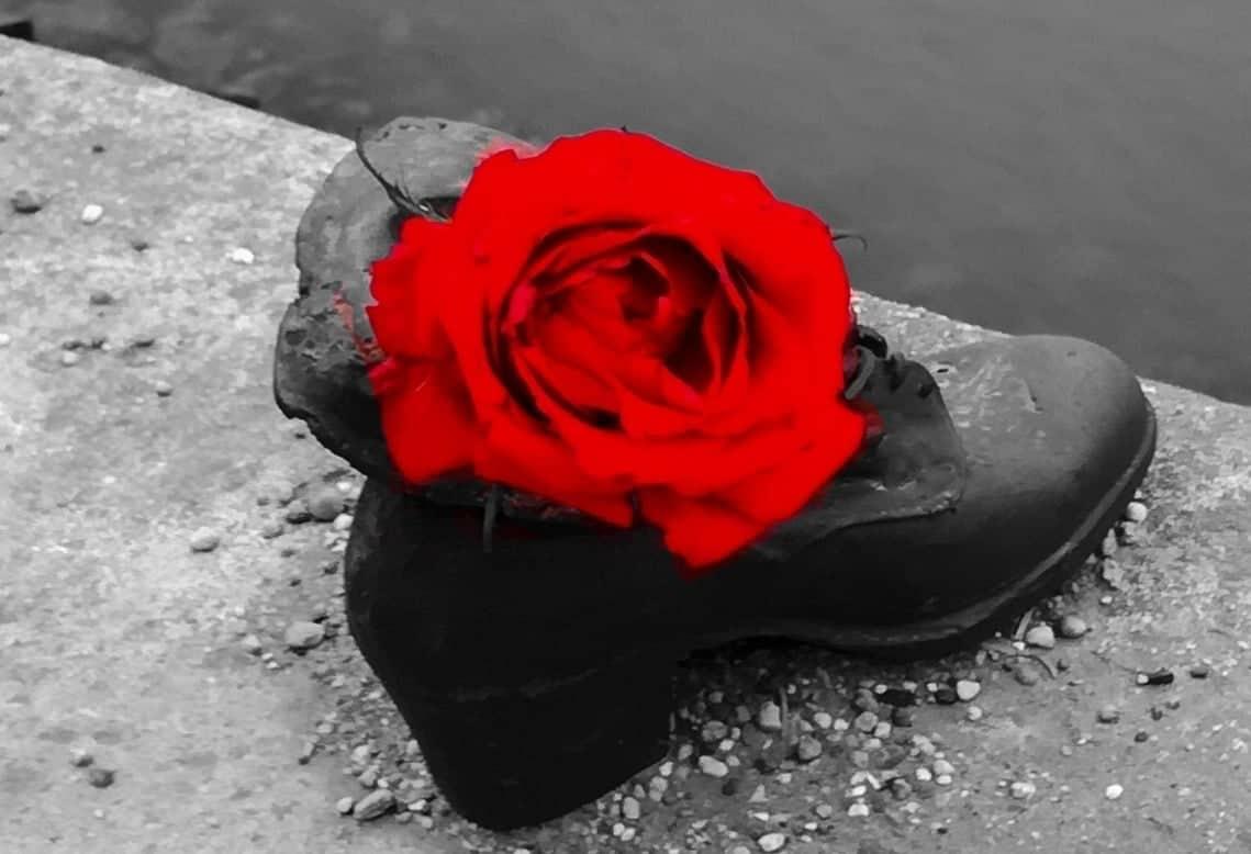 scarpe sulla riva del Danubio Budapest m