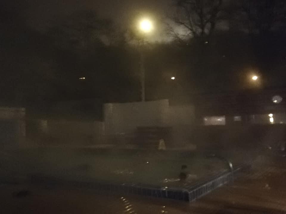 Piscina esterna delle terme di Gellert - Budapest -Ore 19 in inverno - temperatura intorno agli zero gradi