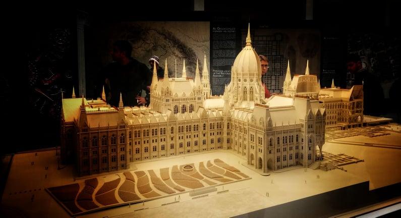 Plastico del Parlamento di Budapest nel museo interattivo