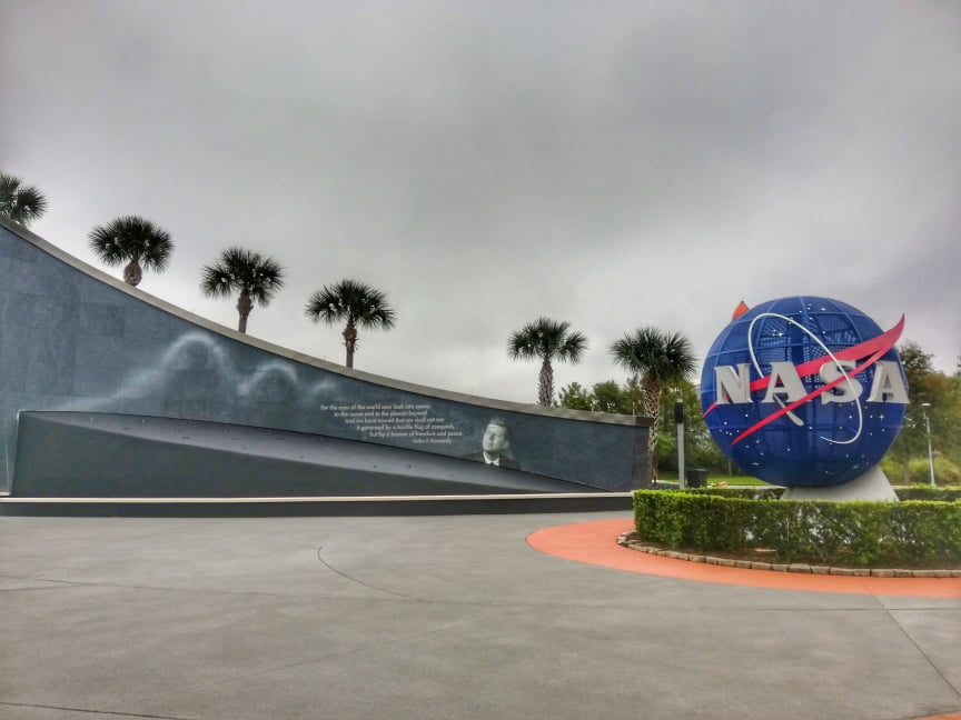 Visitare-il-Kennedy-Space-Center-a-Cape-Canaveral-Nasa-Entrance