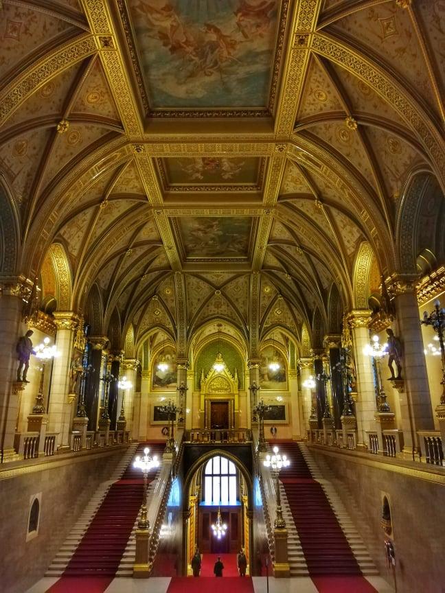 Scalinata interna al Parlamento di Budapest
