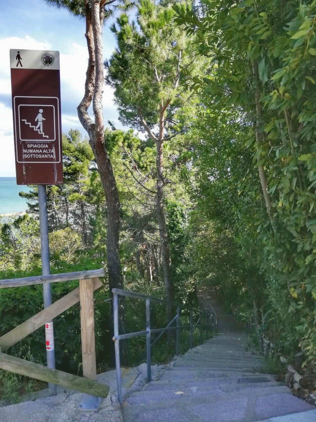 sentiero per raggiungere la spiaggia da Piazza Nova - Cosa vedere a Numana
