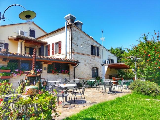 Girasole Country House soggiornare Riviera Conero esterno