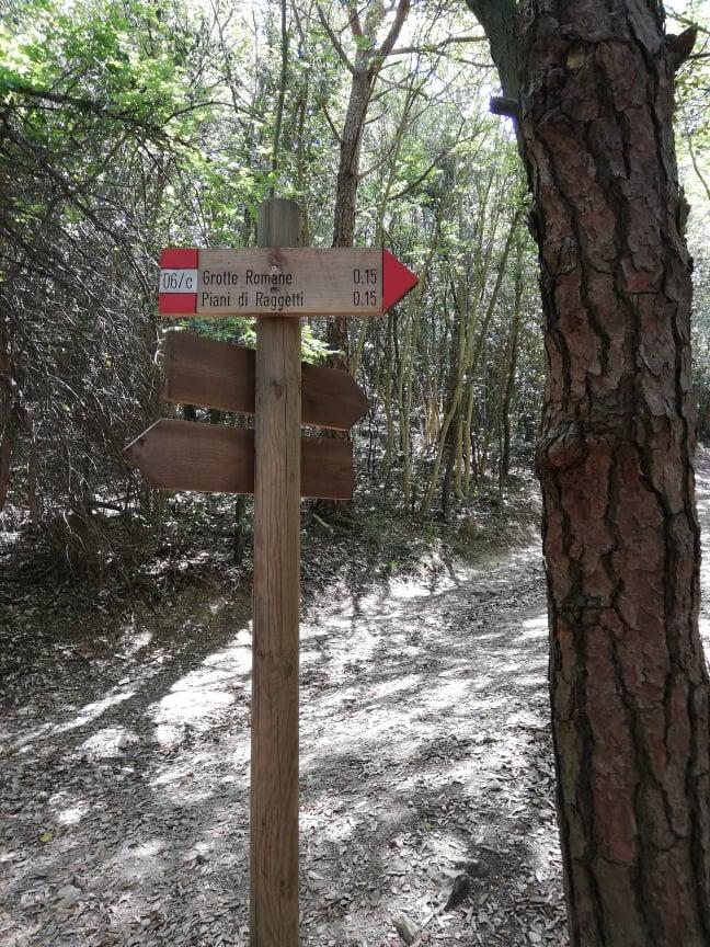 Bivio per Pian di Raggetti e Grotte Romane - Monte Conero