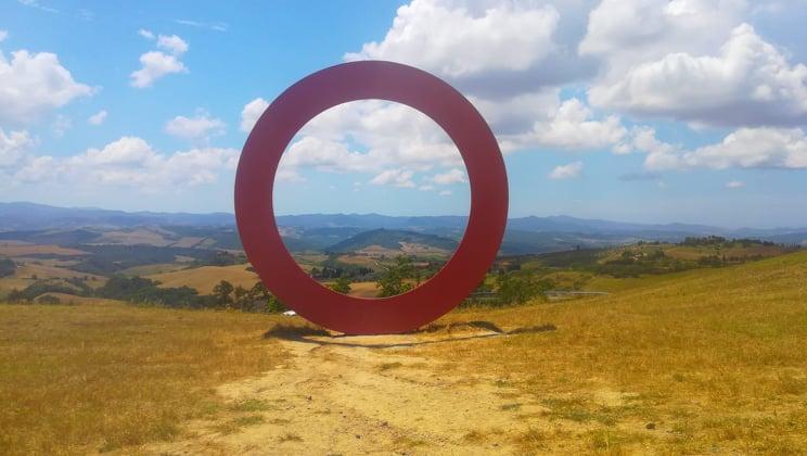 Sculture geometriche di Mauro Staccioli - cosa vedere nelle campagne di Volterra