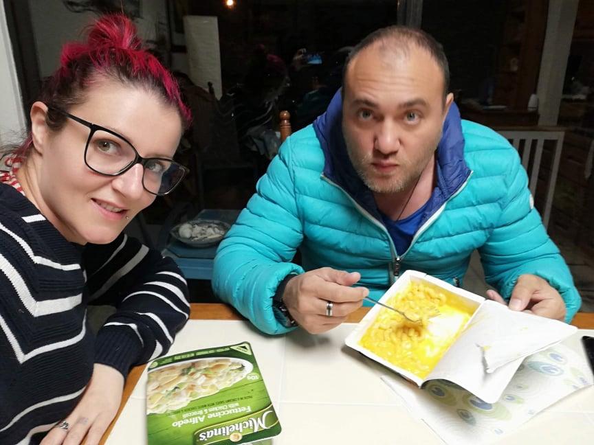 Mac and cheese e Linguini Alfredo per cena fare la spesa al Walmart in America