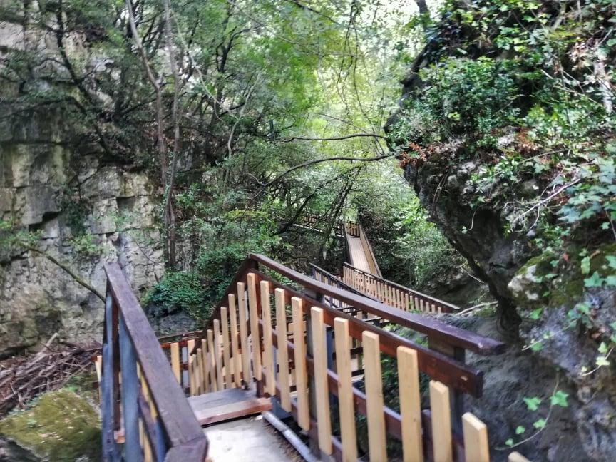 Passerelle in legno - Dopo la fossa dei mostri - Li Vurgacci - Pioraco