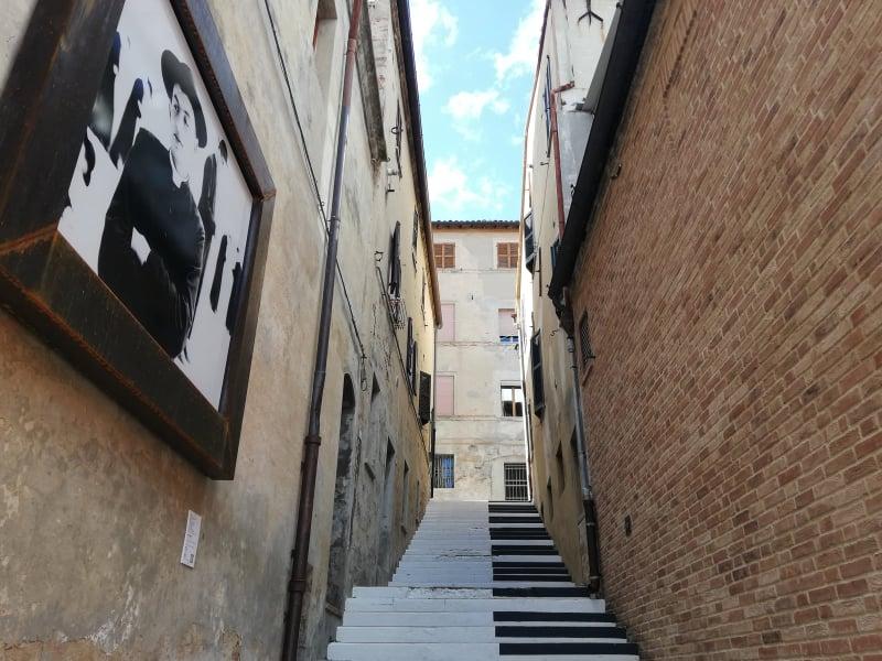 cosa vedere a Mondolfo Galleria senza soffitto pianoforte