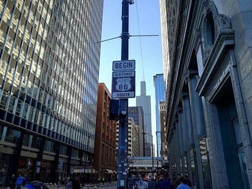 attrazioni lungo la Route 66 in Illinois Chicago Route 66 Begin sign in Adam Street