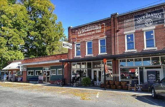 fabbrica Jack Daniel's Lynchburg la piccola pizza del paese con gli iconici store