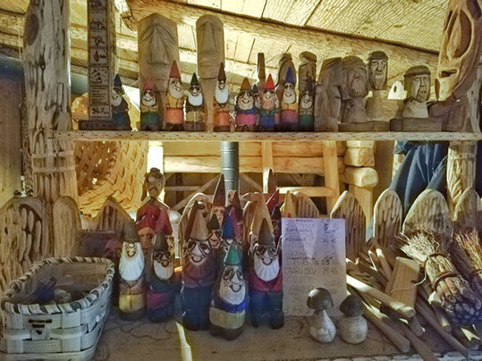 gnometti souvenir Tavolino a forma di funghetto velenoso sentiero armonia sculture legno Raggiolo