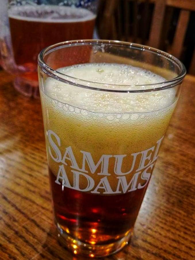 Samuel Adams Lager visita Samuel Adams Brewery Boston
