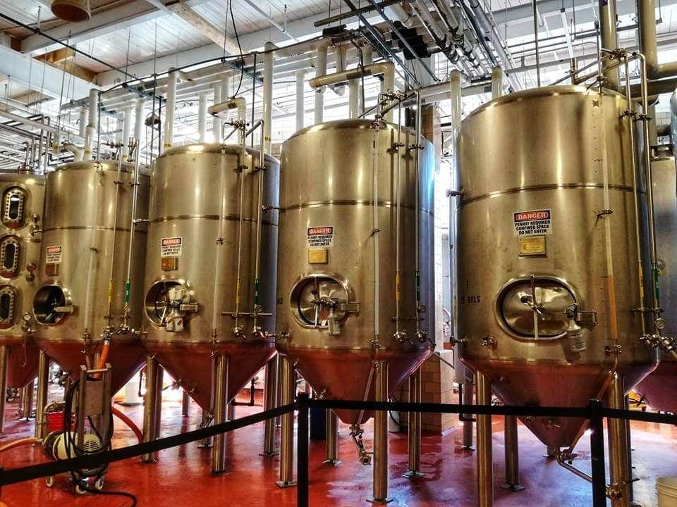 visita Samuel Adams Brewery Boston serbatoi nella fabbrica