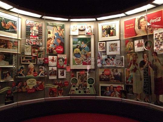 Cimeli e targhe esposte al museo della Coca Cola di Atlanta