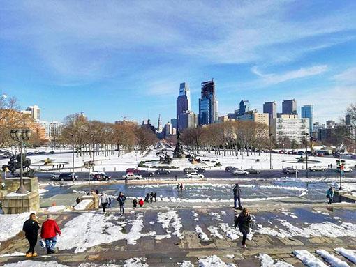 JJ Andres Park innevato - Washington munument fountain, di fronte al Museum of Art cosa vedere in un giorno a Philadelphia