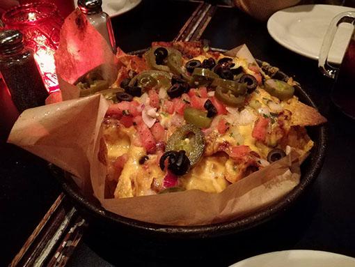 Gino's East - dove mangiare la migliore deep dish pizza a Chicago e anche i migliori appetizers nachos con jalapeno cheese olive