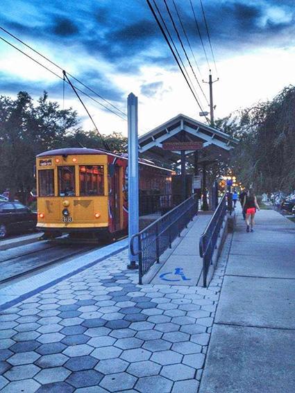 Tram caratteristico per spostarsi nell'intera area di Tampa cosa vedere a Ybor City